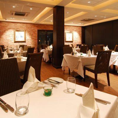 Au Petit Salut French Restaurant
